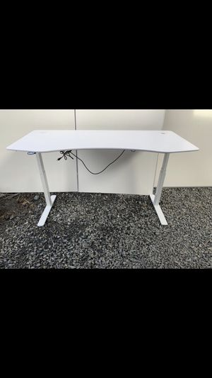 6 automatically raising and lowering office desks. for Sale in San Francisco, CA