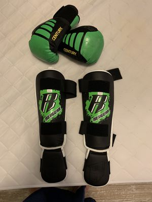 Revgear shin protector and boxing gloves for kids. Small size and 6 oz the gloves for Sale in Pompano Beach, FL