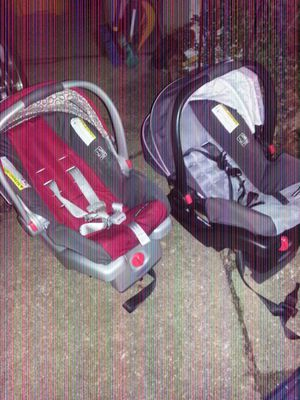 Baby click connection car seat carriers like new for Sale in Glen Burnie, MD