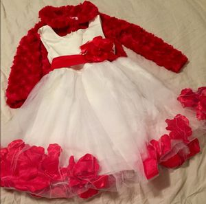 NWOT 2T - 3T (Size 2 -3) White Tulle Formal Dress w/ Red Flower Petals for Sale in Bountiful, UT