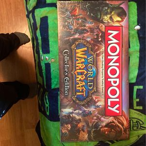World Of Warcraft Collectors Edition Monolopy VERY RARE in Plastic Stil for Sale in Everett, WA