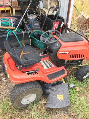 Yard machines 42' riding lawn mower for Sale in San Marcos, TX