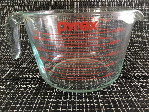 Vintage 4 cup Pyrex measuring cup