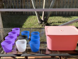 IKEA Plastic Box Whit Lid And 10 Plastic Cups for Sale in Pembroke Pines,  FL