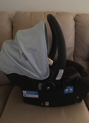 Safety First newborn car seat for Sale in Rochester, NY