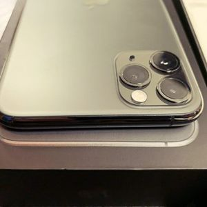 Impecable Iphone 11Pro Max for Sale in Los Angeles, CA