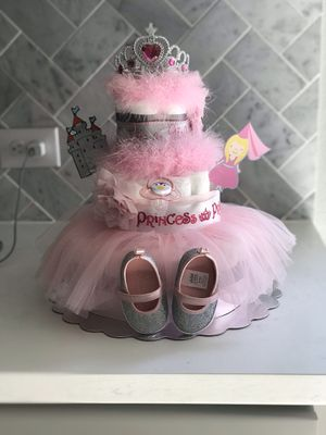 Custom diaper cakes and wreaths for baby shower and birthdays for Sale in Plano, TX