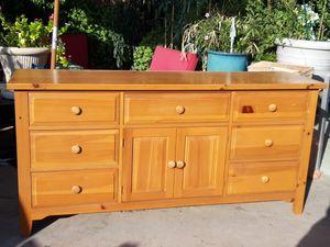 Dresser con espejo for Sale in Phoenix, AZ