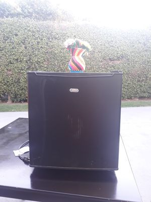 Mini fridge for Sale in Lakewood, CA