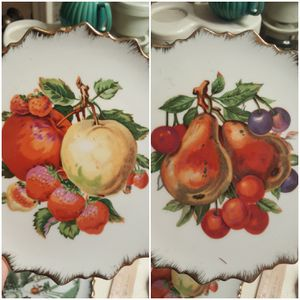"""Set of 2 - Vintage 7"""" Fruit Plates * Gold Scalloped Edge * Decorative for Sale in Houston, TX"""