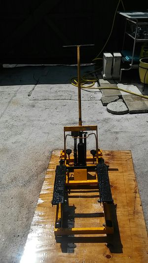 Motercycle lift for Sale in Casselberry, FL