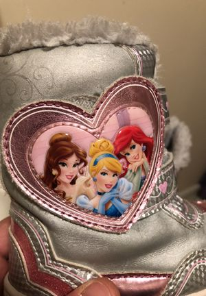 Disney Princess Youth Girls Snow Boots - Size 8 for Sale in Carbondale, PA
