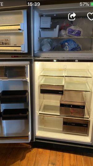Refrigerator ice maker like new for Sale in Norfolk, VA