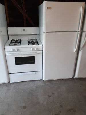 Refrigerator and stove frigidaire for Sale in Bellflower, CA