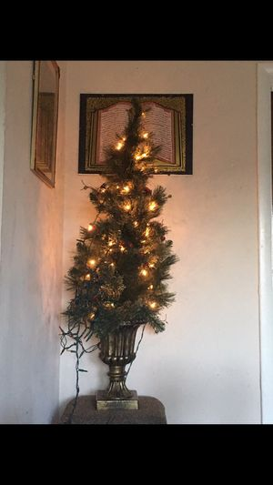 Decoration tree for Sale in Carpentersville, IL