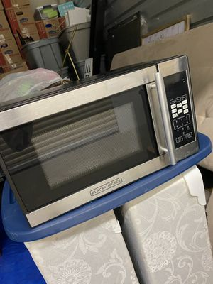Black +decker small apartment size microwave for Sale in Columbus, OH
