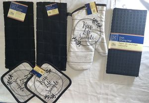 Keep Life Simple kitchen hand towel set, Two Towels, Two pot holders, mitt and Dishes Drying mat for Sale in Fitchburg, MA