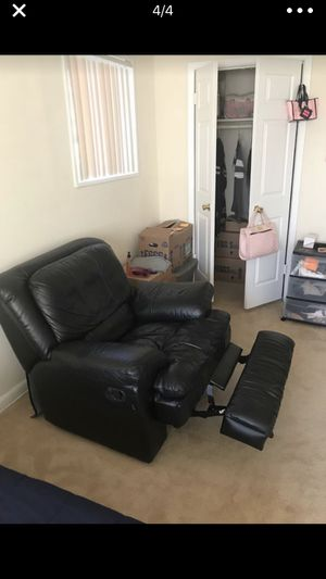 Single seat leather recliner couch for Sale in Mount Rainier, MD