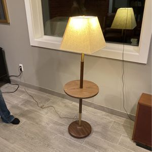 Mid Century Modern Lamp for Sale in Gig Harbor, WA