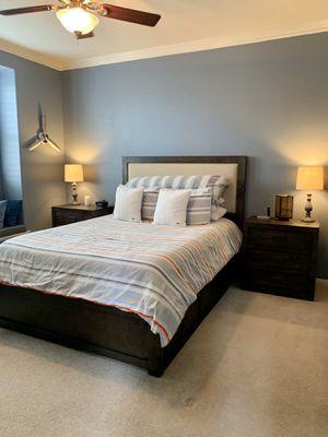 """Living Spaces """"Tanner"""" Queen Storage Bedroom Set (Dresser and 2 Nightstands) for Sale in Santee, CA"""