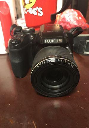 Fujifilm Finepix S8200 DSLR camera for Sale in San Antonio, TX