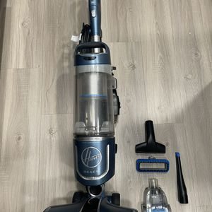 Hoover REACT Professional Pet Plus Upright Vacuum for Sale in Laguna Niguel, CA