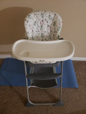 Baby Graco High chair. MUST GO BY 9-29 for Sale in Las Vegas, NV