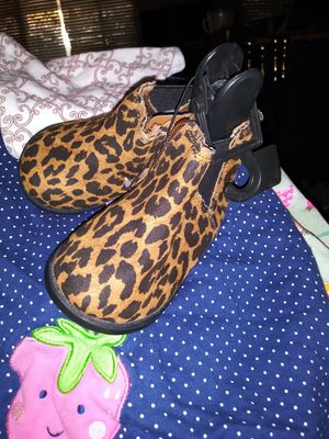 Baby girl boots brand new for Sale in Madera, CA