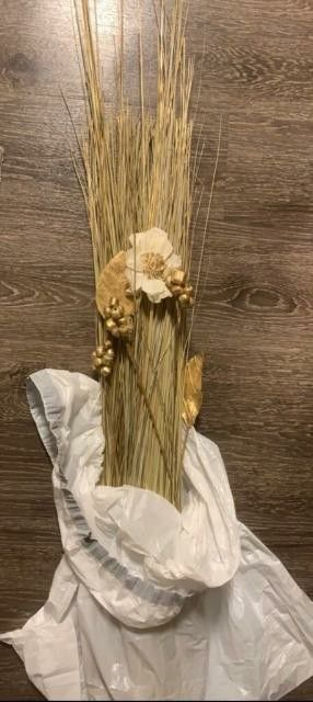 Metallic Gold Long Vase Stems for Sale in Los Angeles, CA
