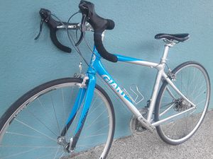 """Ladies! Giant OCR3W road bike, <22lbs, 47cm, fits 5'2"""" to 5'6"""", serviced and ready to ride! for Sale in Portland, OR"""