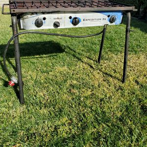 Camp chef Expedition 💢3 burner stove💢 Great for camping bbq and Breakfast for Sale in Claremont, CA