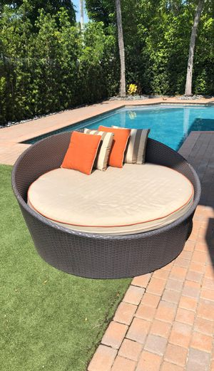 Outdoor Chaise 63 x 60 for Sale in Hollywood, FL