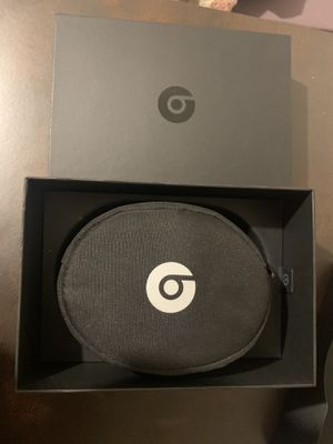 Beats Solo 3 Wireless headphones,mate Silver NEW for Sale in Heidelberg, PA
