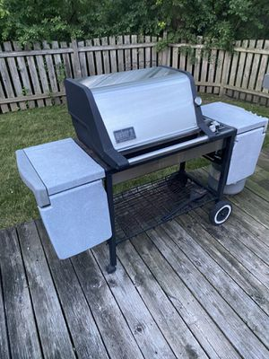 Weber Grill - Stainless Steel - Genesis Gold - 3 Burner with - new burners, heat shields, igniter, and knobs - read to go for Sale in Bartlett, IL