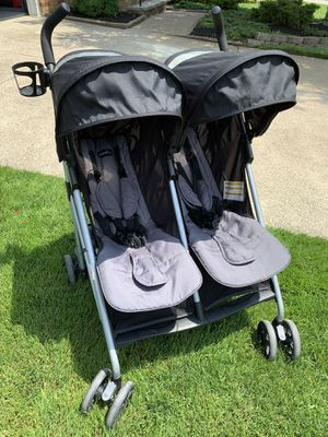 Evenflo Minno Twin Double Stroller, Glenbarr Grey for Sale in Cleveland, OH