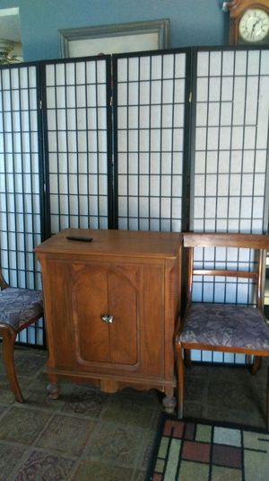 Antique cocktail bar with 2 Chairs for Sale in Orange, CA