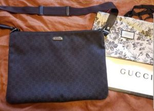 Authentic Large Unisex Gucci Messenger Bag for Sale in San Diego, CA