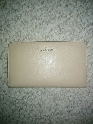 🌻Coach Wallet Slim Snap for Sale in Schaumburg, IL
