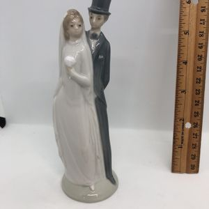 NAO LLADRO BRIDE AND GROOM WEDDING CAKE TOPPER FIGURINE COUPLE VINTAGE PORCELAIN for Sale in Puyallup, WA