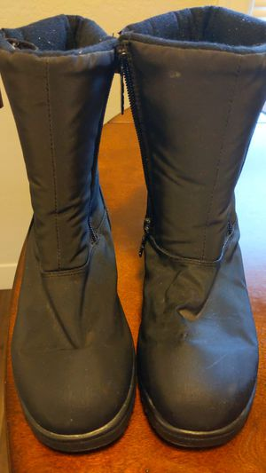 Boots girls. Size6 toste for Sale in Tacoma, WA