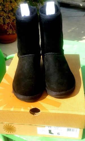 BRAND NEW !!!Womens UGGS boots size 6 for Sale in Pico Rivera, CA