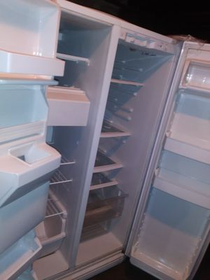 Refrigerator with water and ice dispenser for Sale in Sacramento, CA