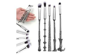 Harry Potte Wizard Magic Wand Vanity Makeup Brush (5 pieces) for Sale in Orlando, FL
