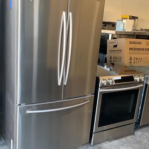 Open box Samsung package deal!! Slide in stove/ french door refrigerator with water dispenser inside/dishwasher and microwave. On sale!!! $2,200 for Sale in Miami, FL