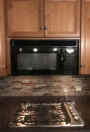 GE Profile microwave. JVM1660BB008 for Sale in Naperville, IL