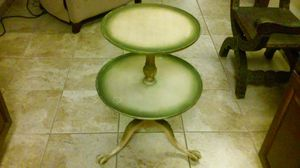 Two tiered claw foot table for Sale in Carlsbad, CA