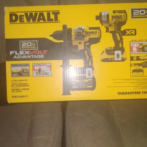 20 Volt Brushless With Flex Volt Advamtage 2tool Combo Kit Hammer Drill Driver for Sale in Perris, CA
