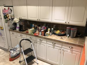 Assorted kitchen cabinets, with pull outs inside. for Sale in Fort Lauderdale, FL