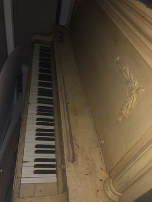 Free Piano from Truck Rentals Co Hwy 512 and Steele St for Sale in Tacoma, WA