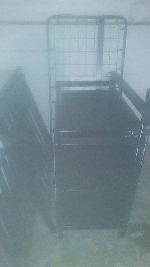Black crib with changing table for Sale in Columbus, OH